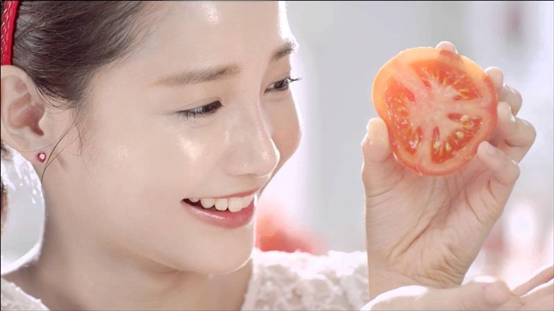 Tip whitening and beauty with tomatoes